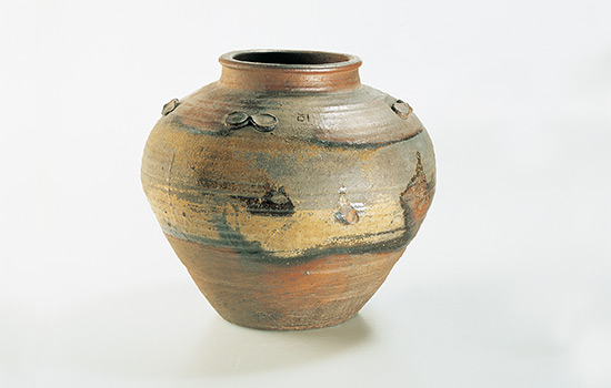 Narrow-necked jar with lugs (tsubo) Japan c.1574-1602