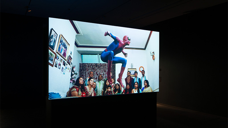 Hetain Patel , United Kingdom b.1980 / The Jump 2015 / Two-channel HD video installation, 16:9, colour, sound, ed.of 5 / Courtesy: The artist and Chatterjee & Lal, Mumbai / © The artist